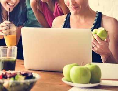 Acciones dentro de la empresa como charlas nutricionales, talleres u otras actividades.